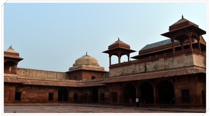 Fatehpur Sikri : One with the grand entrances